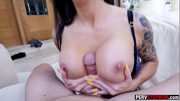 Dirty MILF stepmom dropped on her knees and sucked a cock