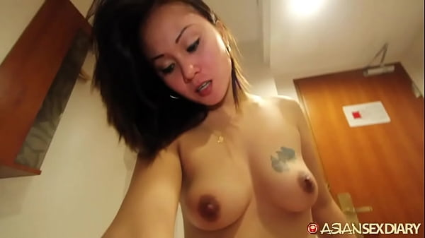 Sexy lil mama with wet pussy enjoys her first white lover Thumb