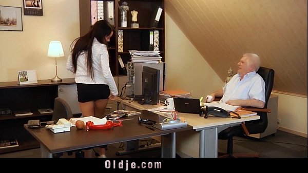 Too horny to work sexy secretary gives blowjob ...