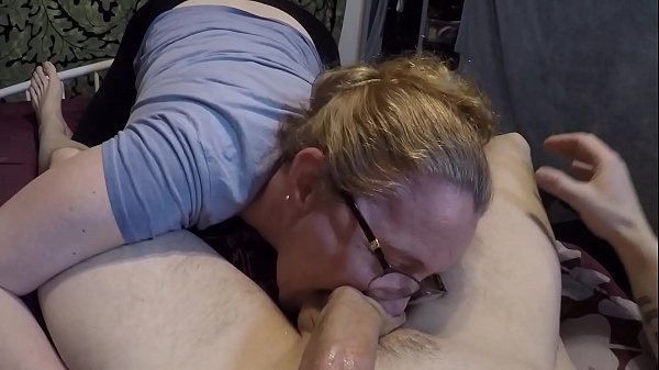 Milf gives a blowjob lesson Thumb