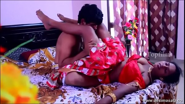 desimasala.co - Biggest boob aunty huge cleavage show and h. boobs romance