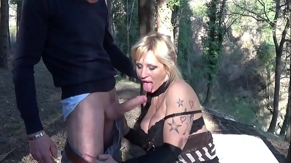Italian slut Viky Moore fucked on the picnic ta...