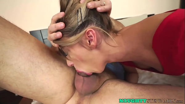 Spicy stepdaughter decides to have fun with her older daddy
