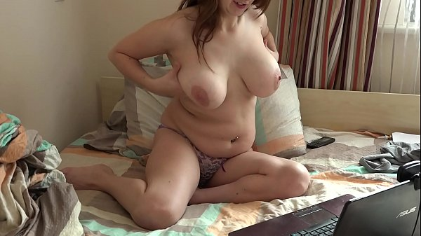 Busty babe masturbates her hairy pussy in front of a webcam at home in bed. Amateur fetish