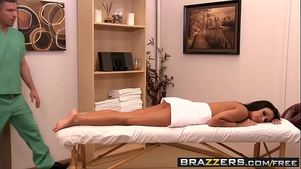 Busty babe (Jessica Jaymes, Needs) a deep deep massage to keep her happy - BRAZZERS