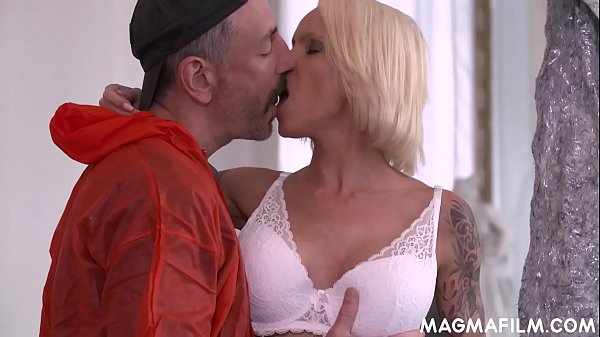 Busty cheating housewife goes down and dirty Thumb