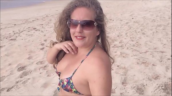 Looking for a deserted beach on the island of Florianopolis Brazil, there is always a whoring - Kellenzinha YouTuber hotwife amadora