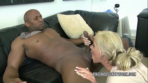 Blonde MILF Phoenix Marie is nailing a guy she ...