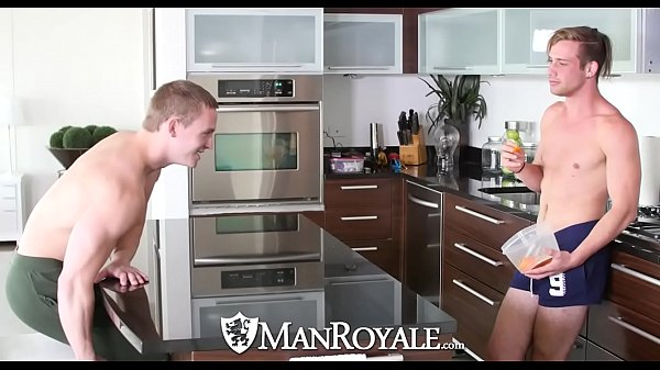 2018-12-25 05:31:53 - ManRoyale Morning tease turns into fuck with Tommy Regan 7 min  HD http://www.neofic.com