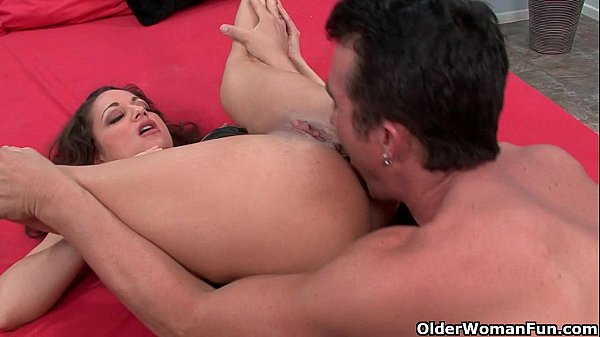 Hot milf Isabella Manelli gets her pussy and mouth fucked