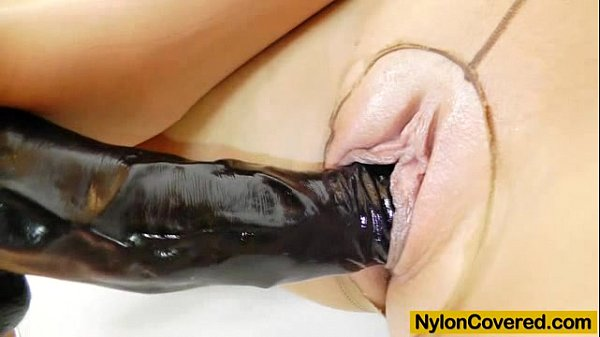 Brunette tantalise plastic dong in tights