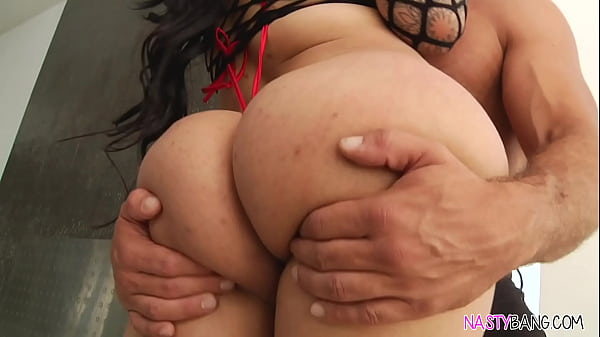 PAWG Carolina Cortez loves anal sex