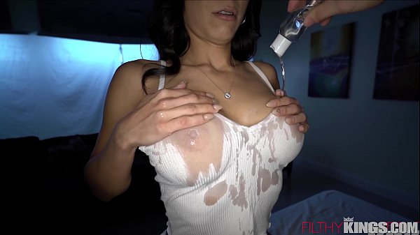 Rubbing Down the sexy Tia Cyrus for a Filthy Massage