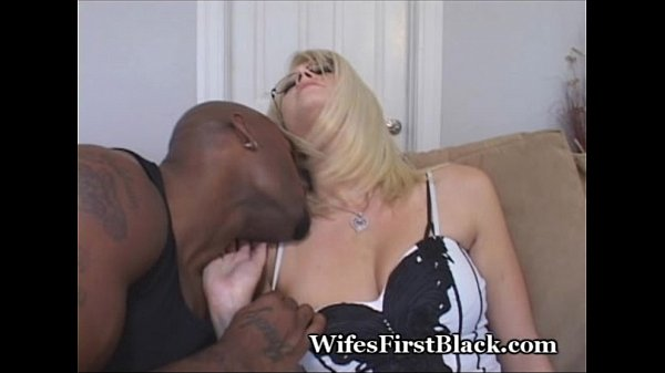 she gives delivery driver blowjob at door