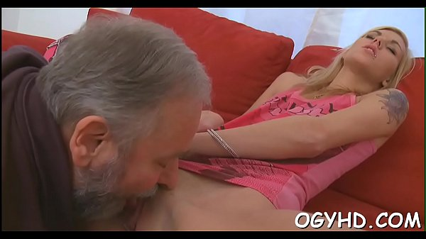 Old dude fucks young moist pussy Thumb