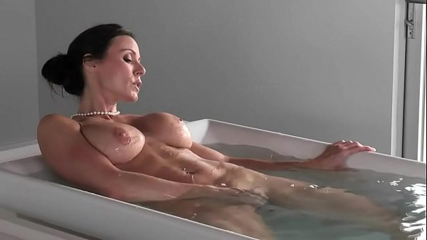 2-Luxury threesome deepfucking with MILF in the bathroom