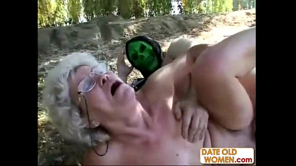 Old Woman f. to Suck