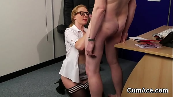 Randy idol gets jizz load on her face eating all the love juice