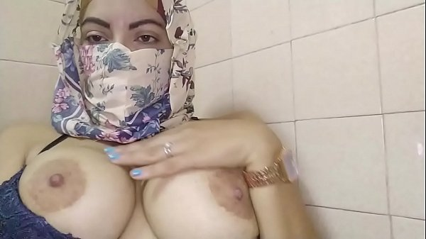 Real Amateur Arab Muslim Mom Masturbates Squirt...