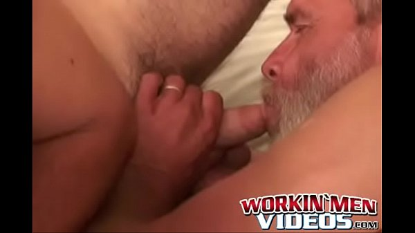 2019-01-15 13:31:37 - Lusty bloke strokes his pecker and shoves a dildo up his ass 8 min  http://www.neofic.com