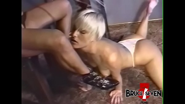 Busty dyke dominatrix punishes sub after playing with her Thumb