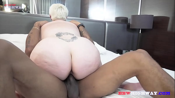 justiceLV beating the brakes off a chubby blonde