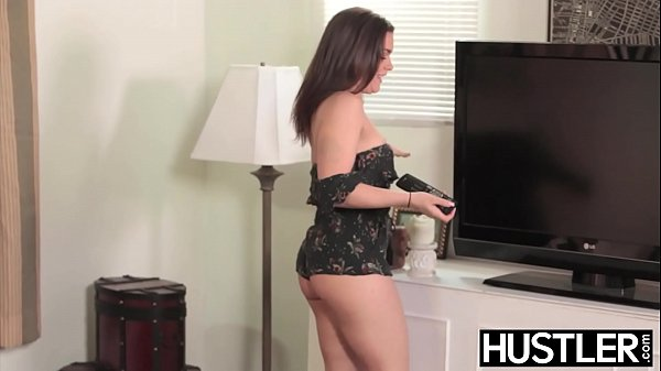 Young babe Kimber Woods fucked hard while waiting TV repair Thumb