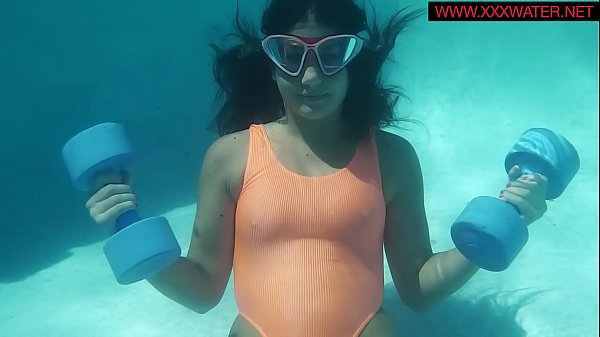UnderWaterShow presents Micha the underwater gymnast