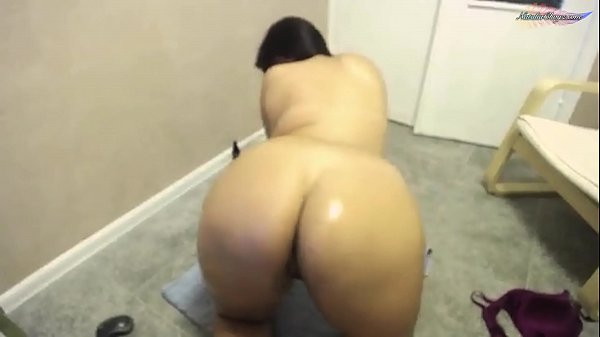 Girl Play with Oil - Sensual Solo