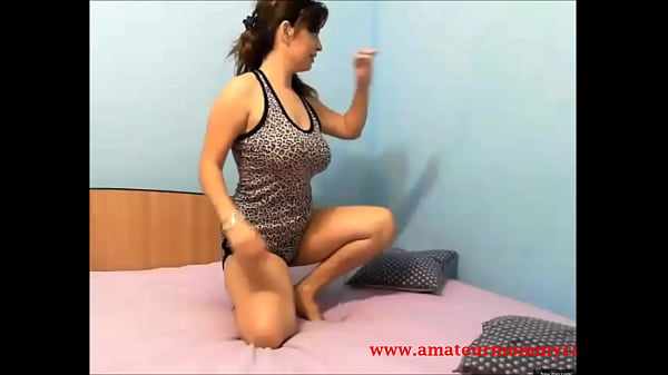 Hot Mom Striptease HD