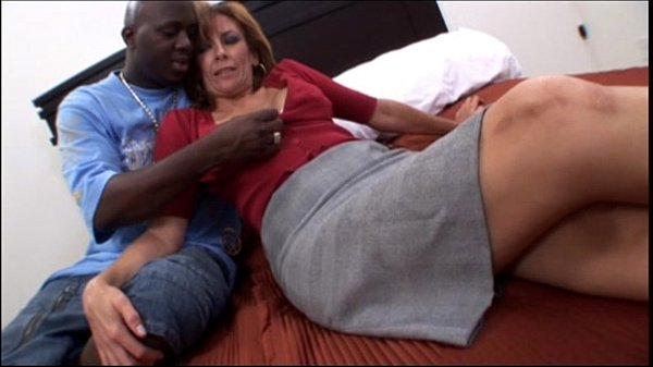 Amateur mature milf taking a big black cock in ...