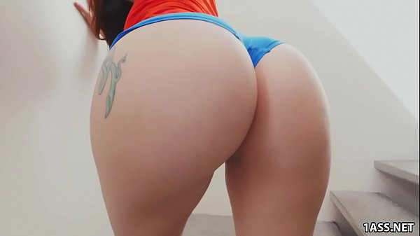 Mandy Muse Twerks and Shakes Her Big Ass Thumb