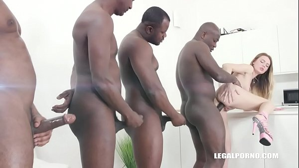Timea Bella comes to enjoy golden shower with b...
