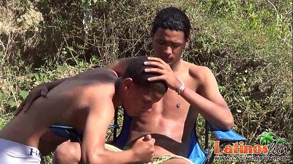 Exotic twinks swallow meat at a scorching pricknic