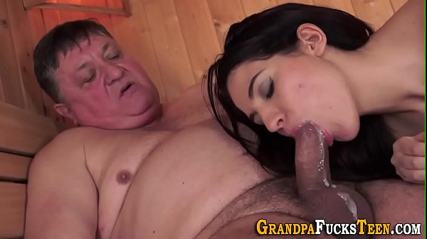 Teen tongued by old perv Thumb