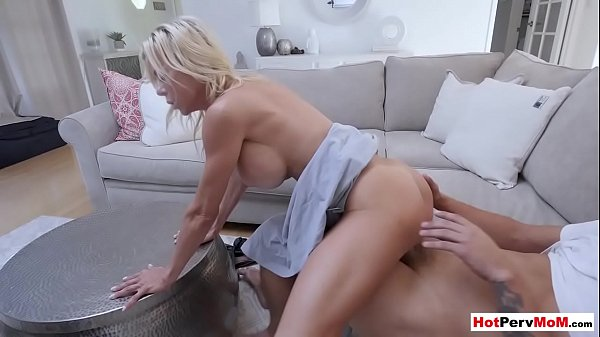 Busty cougar stepmother hyped a boring movie with pussy