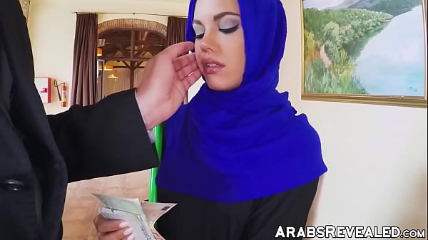 Little Arab hottie stretched out by huge dick manager