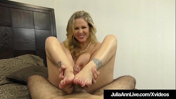 Amazing Milf Julia Ann Jacks A Cock Into Her Mo...