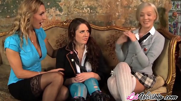 Threesome lesbian pussy licking with MILF