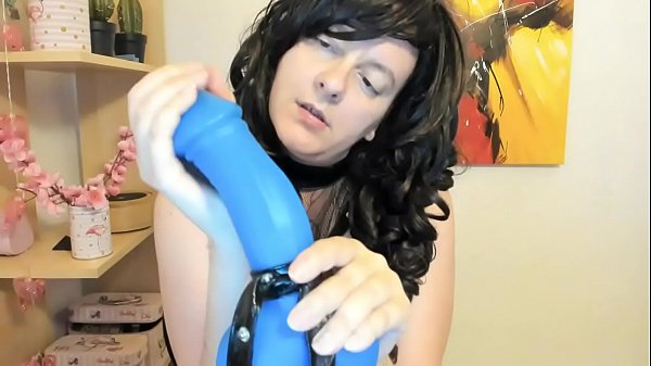 Your italian dominatrix ties your cock with a thong, she pisses on you and convinces you to drink her urine