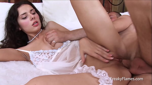 Gorgeous brunette taking big cock in mouth sucking for get pussy fucked