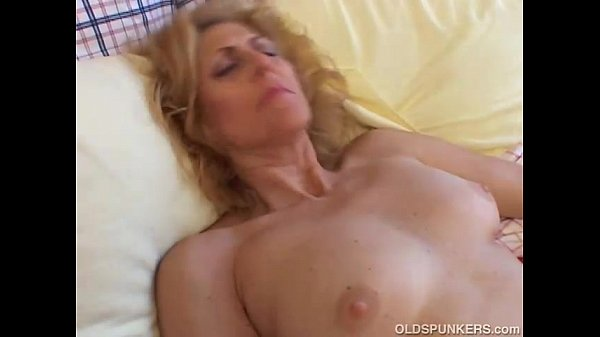 mature amateur loves cum