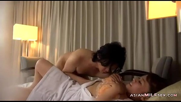 Mature Masseuse Licked Fingered Sucking Guy Fucked Getting Facial On The Bed In