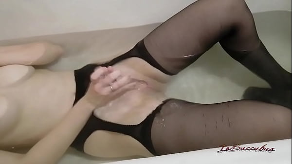 A girl with a gorgeous body masturbates in the bathroom. Loud moans