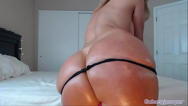 PAWG Mom Uses BBC for Anal and Riding Thumb