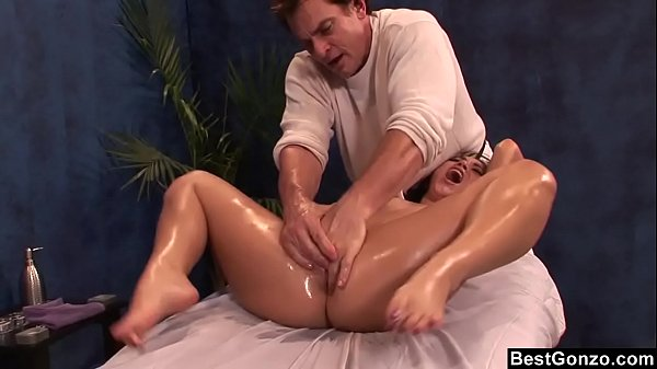 BestGonzo – Teen is slippery wet after erotic oil massage.