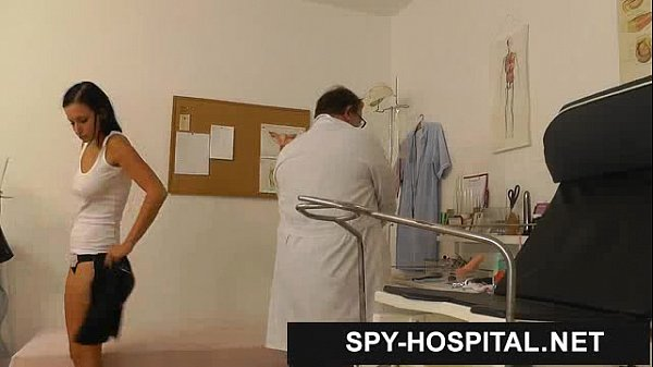 Spy cam hospital gyno doctor checking pussy Thumb
