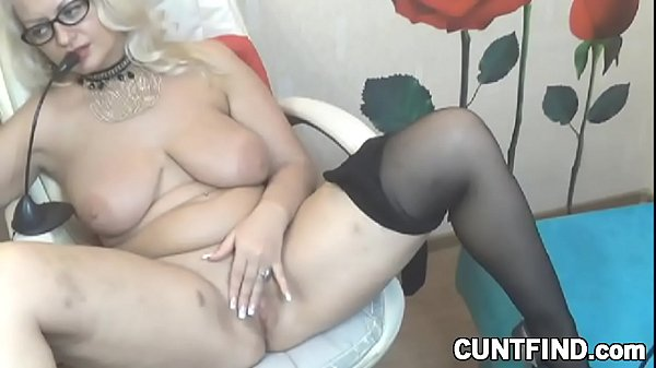 Curvy blonde babe toys her ass