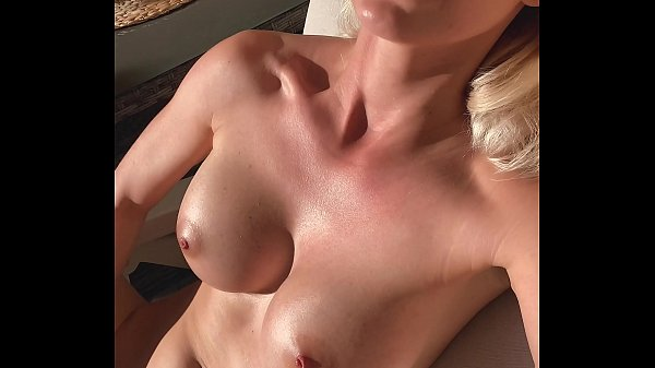 Wet pussy fingered to orgasm while sunbathing in the garden