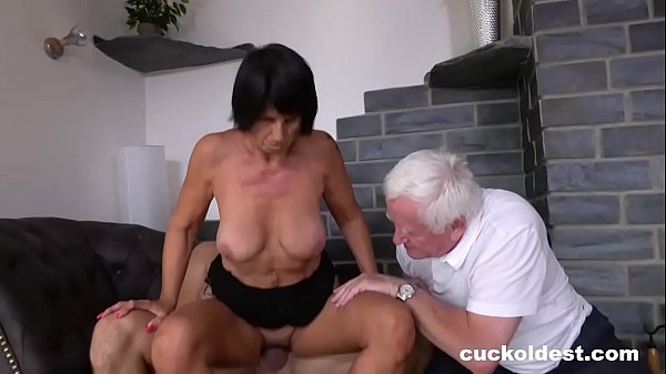 Old Man Licks Cum off His Wife Yetta Thumb